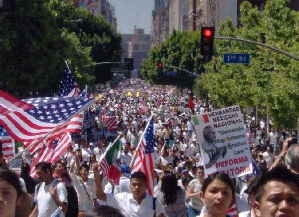 http://www.immigrantsolidarity.org/MayDay2010/Photos/LA/LA-1.jpg