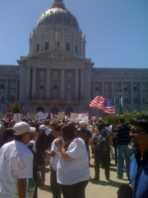 http://www.immigrantsolidarity.org/MayDay2010/Photos/SF/SF-2.jpg